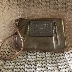 😊 👜 Coach Poppy Gold Wristlet 👜